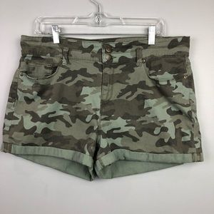 Lei Tatum High Rise Green Camo Shorts Size 17